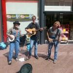 op straat in Haarlem, op reis in de boot van Pep